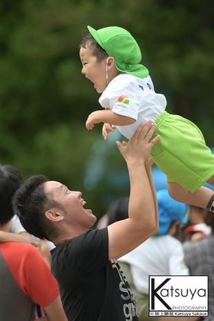 【父と子】高い高い!であふれる笑顔