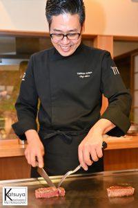 楽しそうに調理されるオーナーさん。本当に料理が好きなんだなーと実感する一枚です。